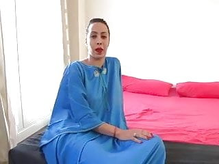 Muslim cumshot Nayara the muslim girl is back again and wants sex