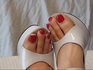 Sex feet big toes Gorgeous big feet size 13 long red toes will make you horny