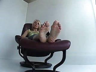 Men eating cum from female feet - Mature female feet soles