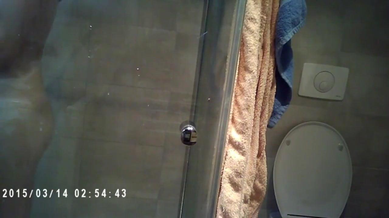 la chienne sous la douche episode 1