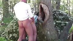 Surowe pieprzenie klubu z głębokim lasem
