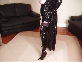 In nylons shemale Masturbating in nylons and kinky boots part1
