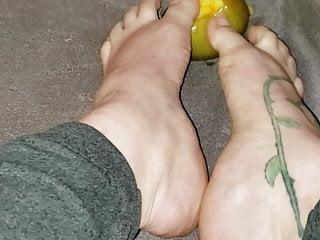 Morgans mango virgin islands - Long toenails mango scratching
