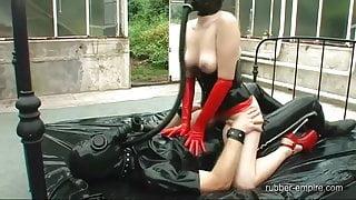 Calea Toxic & Sklave in Rubber Sex