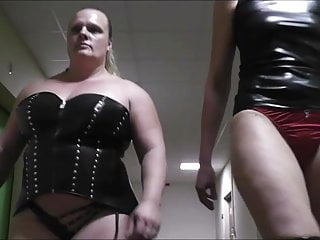 Tall amazon wrestles with midget Very tall amazon vs massive muscular anna konda brutal fight