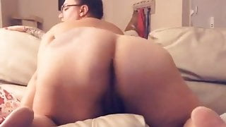 Pawg shaking all dat ass!!!