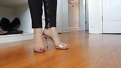 Sexy brunette feet...