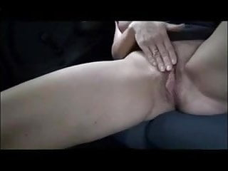 She fuck the car - She masturbates in the car