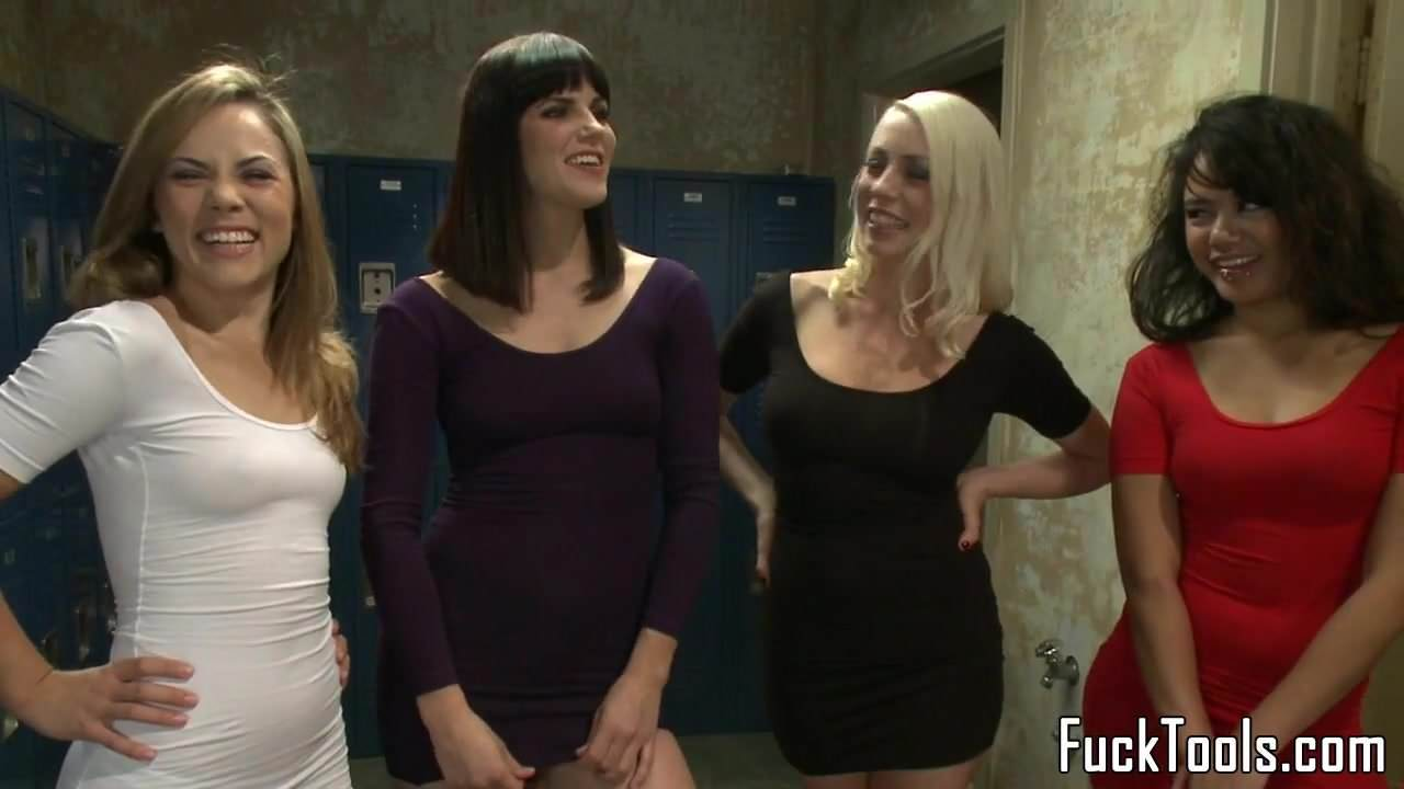 Lesbian Foursome Toy Pussy with an Audience: Free Porn 54 de