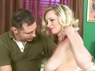 Breast implan - Slender mature milf with big saggy breasts fucked