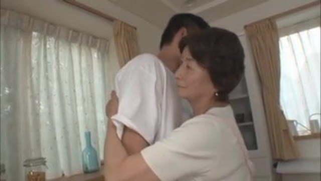 【高齢熟女】七十代半ばの八十路お婆ちゃんがマザコンこじらせたマゴとセックスする!
