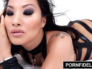 Spank asa Pornfidelity - asa akira licks cum from her fleshlight