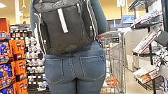 Candid Bubble Booty Pawg Milf Checking Out