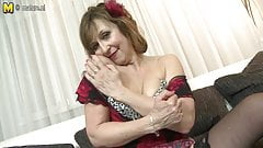 Naughty mature lady playing with her old vagina