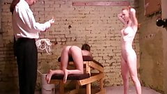 矯正学校で屈辱的な体罰