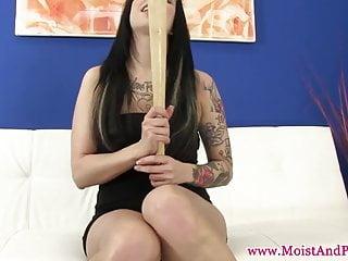 Pussies baseball bats - Juicy cherry slut fucks baseball bat