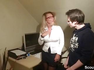 Mega cock streaming video - Chefin fickt den jungen azubi mit dem mega schwanz