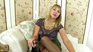 Real mature mother with sexy natural body