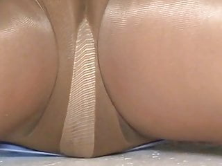Upskirt on zoey 101 Crossdresser pantyhose upskirt 101