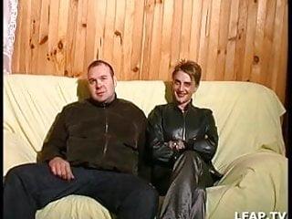 Pratique lavement anal sur femme - Couple libertin pratiquant la sodomie