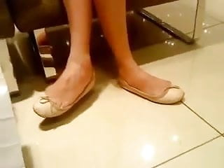 Hot teens that are tens Candid ten shoeplay feet legs in flats