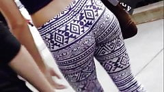 Jiggly teen ass in patterned leggings in public