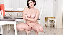 Euro mature Nicol teases you with her hot body