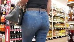 Fine MILF in jeans