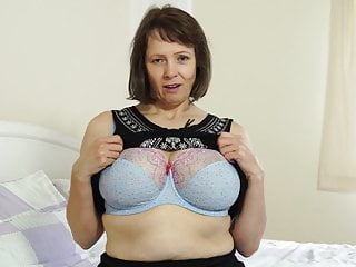 Wants to fuck around - Busty natural british mother tigger wants to fuck