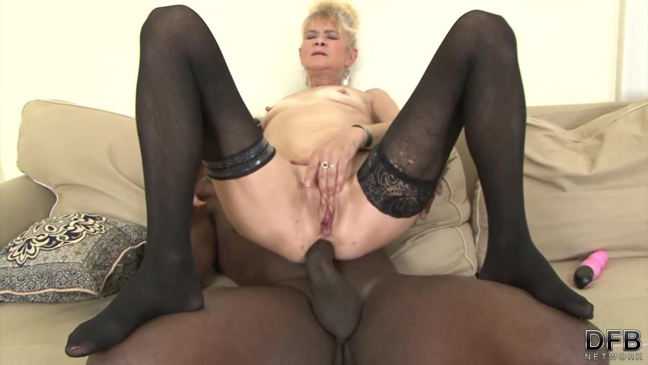 Ass Porno Internactional granny fucked hard in her assblack guy she gets creampie