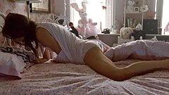 Natalie Portman masturbates in scene from 'Black Swan' on Sc