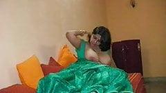 NRI Housewife Aunty sex