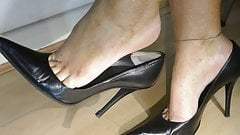 Dangling Popping Black Stiletto High Heel Shoes
