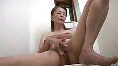 71-летняя японская бабушка