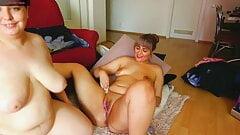 Two Chubby Milf masturbates on Cam