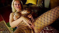 Amateur mature mom with super hot body