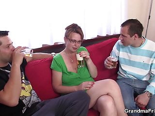 Gwen busty old - Busty old mature mom sucks and rides at same time