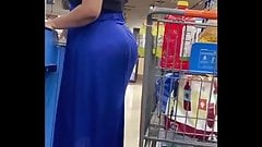 Super phat Latina in tight blue dress