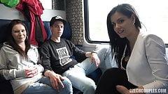 Секс вчетвером в публичном поезде