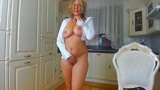 Beautiful MILF With Perfect Body Masturbating On Webcam