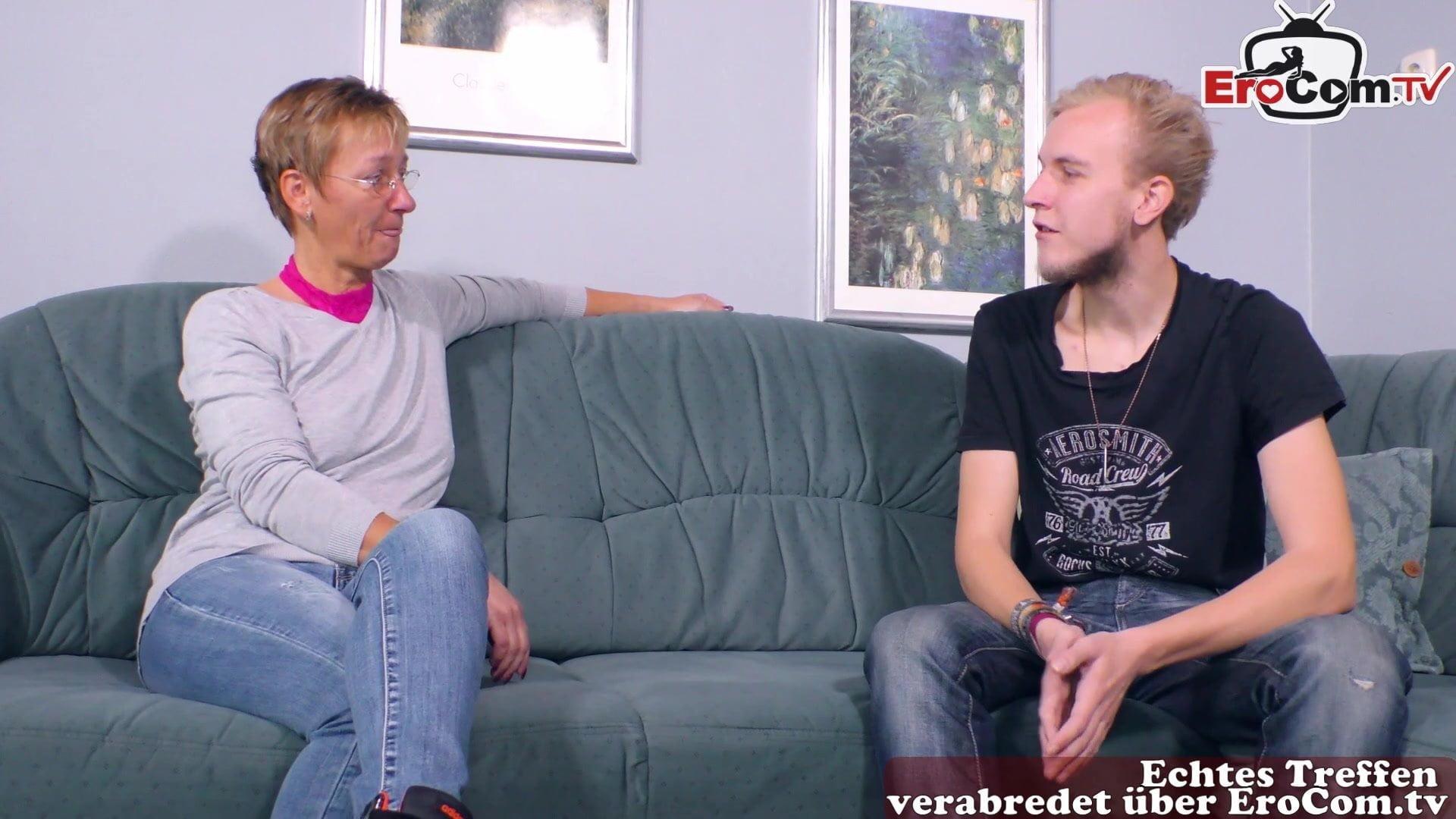 Alte deutsche Hausfrau fickt jüngeren Mann