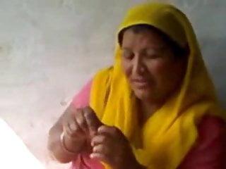 15 min soft porn Newly married bhabhi in red bangles scandal leaked 15 mins