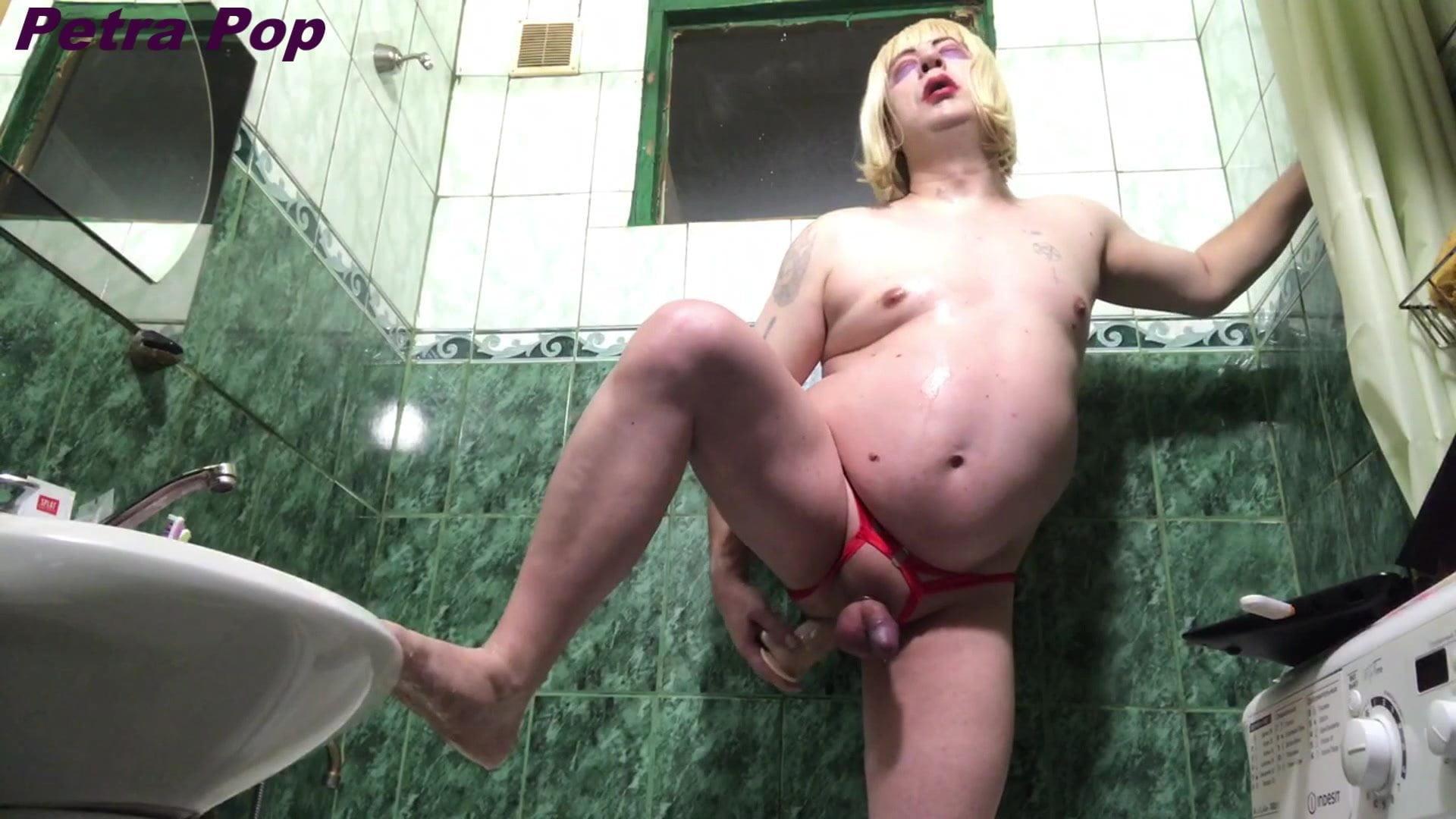 chubby girl fucked shower