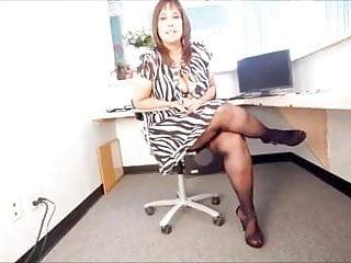 Secretaries upskirt Pawg in pantyhose
