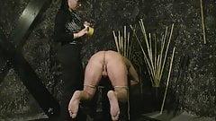 Lady jenny stick arder en las nalgas brutal femdom