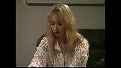 Trio lesbien en latex avec de gros nichons (HD)
