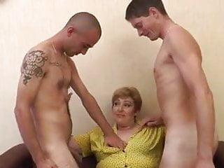 Bella sophia blowjob - French mature sophia fucked in a threesome