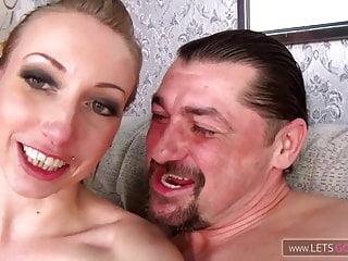 Papa Tricks Tochter Blowjob