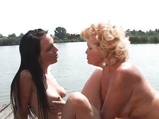 Eing lesbians Effie e una lesbica con una vecchia