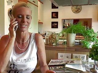 Dirty talk mit handjob german - Blonde milf fickt mit dem elektriker